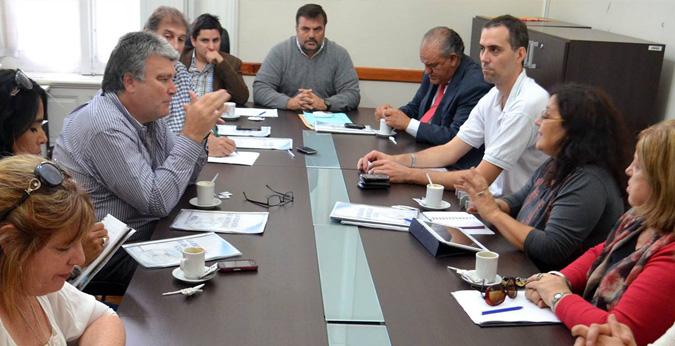 Marcelo Díaz, autor de la iniciativa, junto con los legisladores de las bancadas del FAP y la UCR