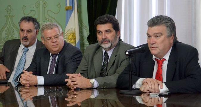 """POLICÍA COMUNAL: EL FPV Y FR HICIERON """"UNA PAYASADA"""""""