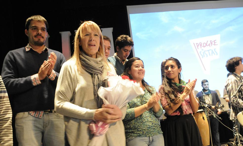 Con una dinámica similar a los eventos TED, subieron 10 jóvenes al escenario y cada uno expresó en 3 minutos una buena idea para cambiar la Argentina