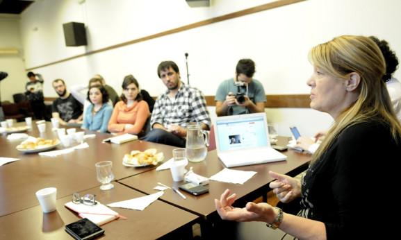 Stolbizer con jóvenes intelectuales en CEDES
