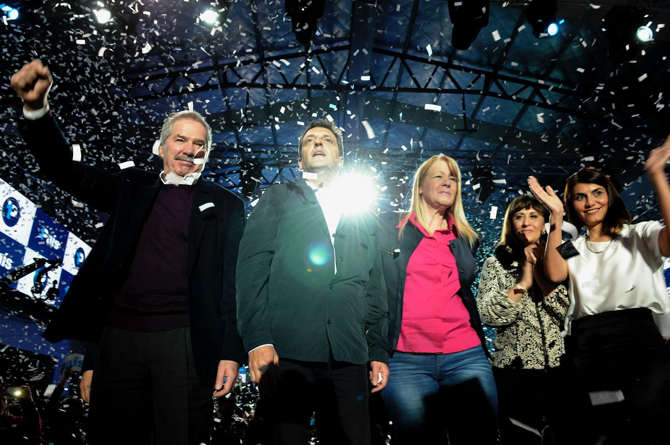 Los precandidatos del Frente 1Pais, Margarita Stolbizer y Sergio Massa durante el lanzamiento de campaña de cara a las próximas elecciones legislativas.