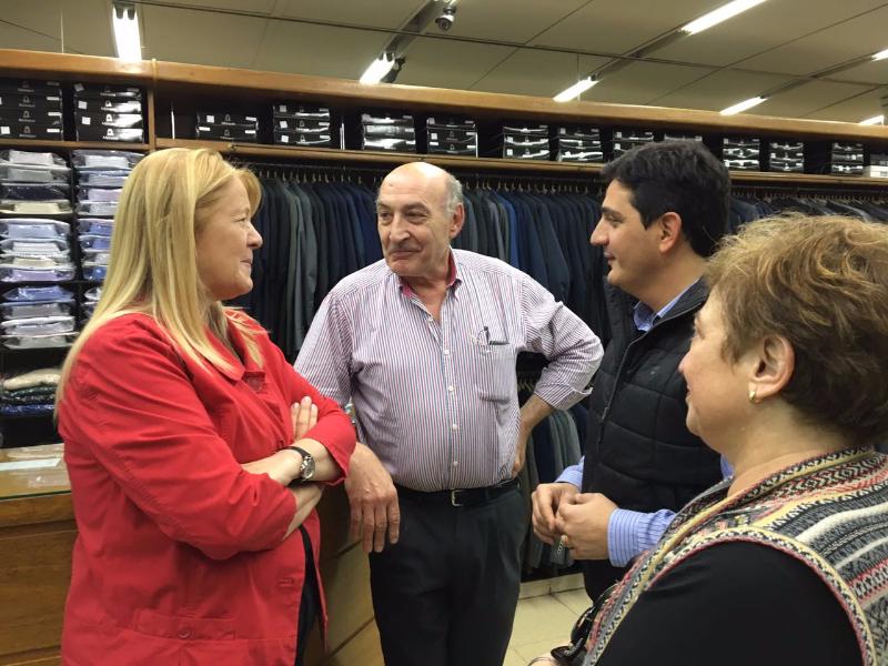 Margarita Stolbizer recorrió durante la tarde las principales calles de Morón, conversó con vecinos y comerciantes. Luego dio una conferencia de prensa para los medios locales.