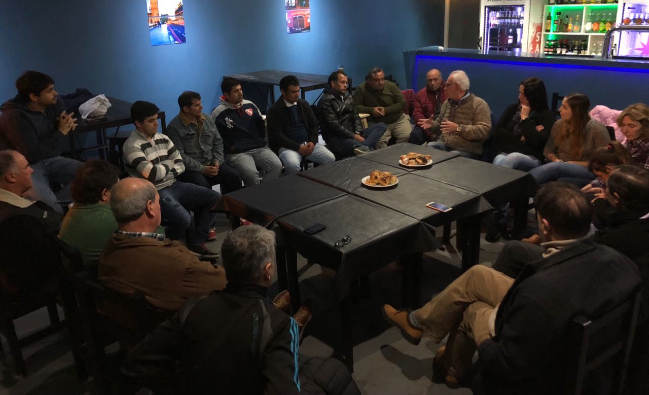 El Presidente del GEN de la Provincia de Buenos Aires, Ricardo Vazquez, compartió un encuentro con dirigentes y militantes de ese partido de la ciudad de Lezama. Se analizó la preocupación sobre la situación económica que atraviesa el pais, que redunda en despidos y caída de la actividad productiva y comercial.