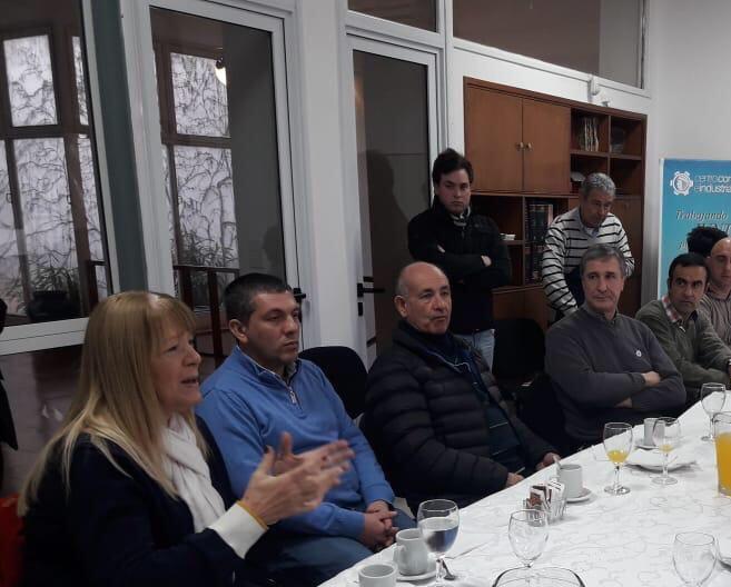 """Margarita Stolbizer, del Partido GEN, estuvo en las Ciudades de Bragado y Chivilcoy y se refirió a las problemáticas sociales que se derivan de lo que calificó como una """"mala e inhumana política económica""""."""
