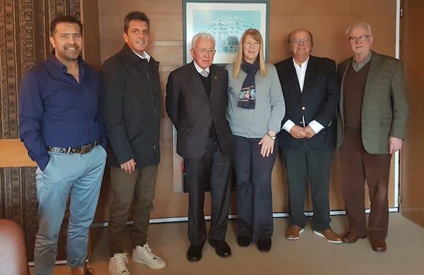 Roberto Mangabeira Unger es un reconocido intelectual brasilero, profesor en la Universidad de Harvard y que fue Ministro de Asuntos Estratégicos del ex Presidente Lula. De paso por Buenos Aires se reunió con Margarita Stolbizer y Sergio Massa, que lo recibieron junto a los dirigentes José de Mendiguren, Ricardo Vázquez y Roberto Mionis