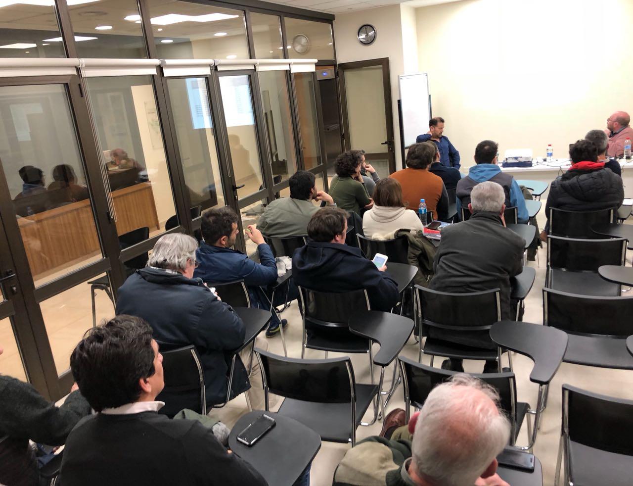 Tal como se había anunciado, tuvo lugar el viernes una charla en Chascomús , organizada por el partido GEN con la presencia de los economistas Roberto Mionis y Alejandro Bonavita