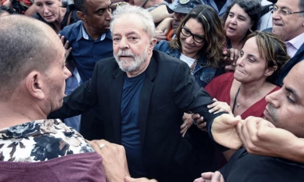 Saludamos la libertad del ex Presidente Lula, que soportó las vejaciones de un proceso judicial poco transparente para apartarlo de la competencia electoral y que terminara consagrando un flagrante retroceso para el pueblo hermano y para toda la región.